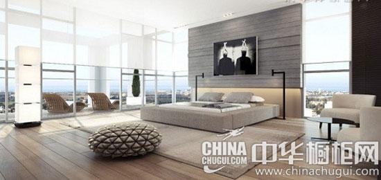 【中华橱柜网】黑白灰是非常经典的三色,下面这个装修案例中将三者经过合理的搭配,让空间显得素雅干净,简约大方。素雅的灰色橱柜颜色清雅,令空间舒爽大气。  黑白灰悠然居室——客厅 【客厅设计】:这个客厅以黑、白、灰三色为主色调,非常素雅干净。当阳光照入室内,空间光影交错,温暖而淡雅。纯净的客厅风格,营造居家生活的温馨感。  黑白灰悠然居室——客餐厅 【开放空间】:客厅与餐厅构成的开发空间,黑白两色的主题经典而大气。同时,设计师用一堵木质墙作为餐厅的背景墙,为空间