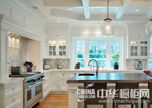 1,厨房水电设计   在进行厨房水电设计时,一定要事先考虑好家里需要