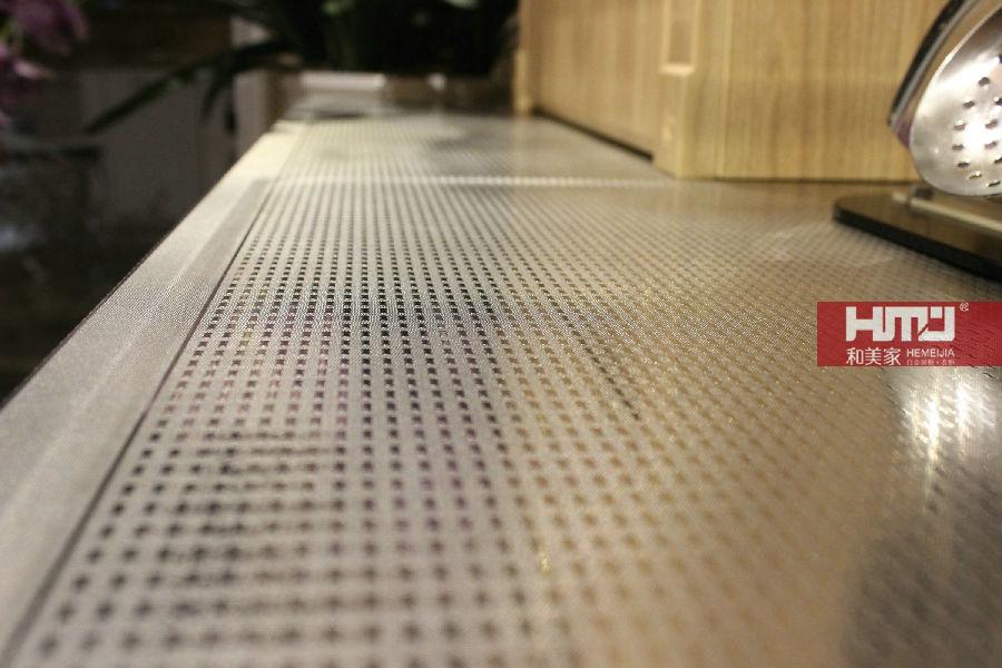 不锈钢台面花纹多样,坚固易于清洗,实用性强光洁明亮,各项功能较为