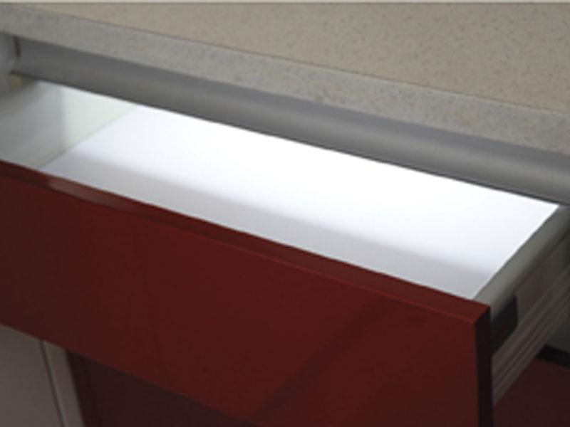 一靓五金-LED灯具在橱柜衣柜照明设计中的应用探讨